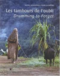 Les Tambours de l'oubli - La Vie ordinaire et cérémonielle d'un peuple forestier de Papouasie, édition bilingue français-anglais