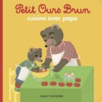 Petit Ours Brun cuisine avec Papa