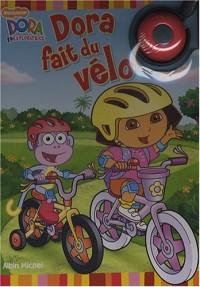 Dora fait du vélo