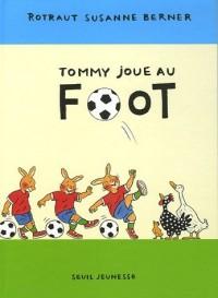 Tommy joue au foot