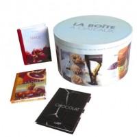 La boîte à gâteaux Coffret en 16 volumes : Pêche-abricot ; Marron ; Fleur d'oranger violette ; Pomme-poire cannelle ; Amande nougat ; Caramel beurre salé