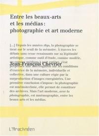 Entre les beaux arts et les medias : photographie et art moderne